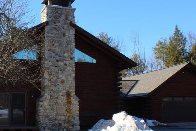 Greenstone natural slate was installed on a residential log home built in 2001 in New York.